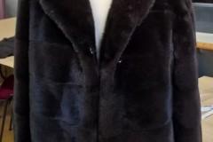Шуба из черной норки короткая
